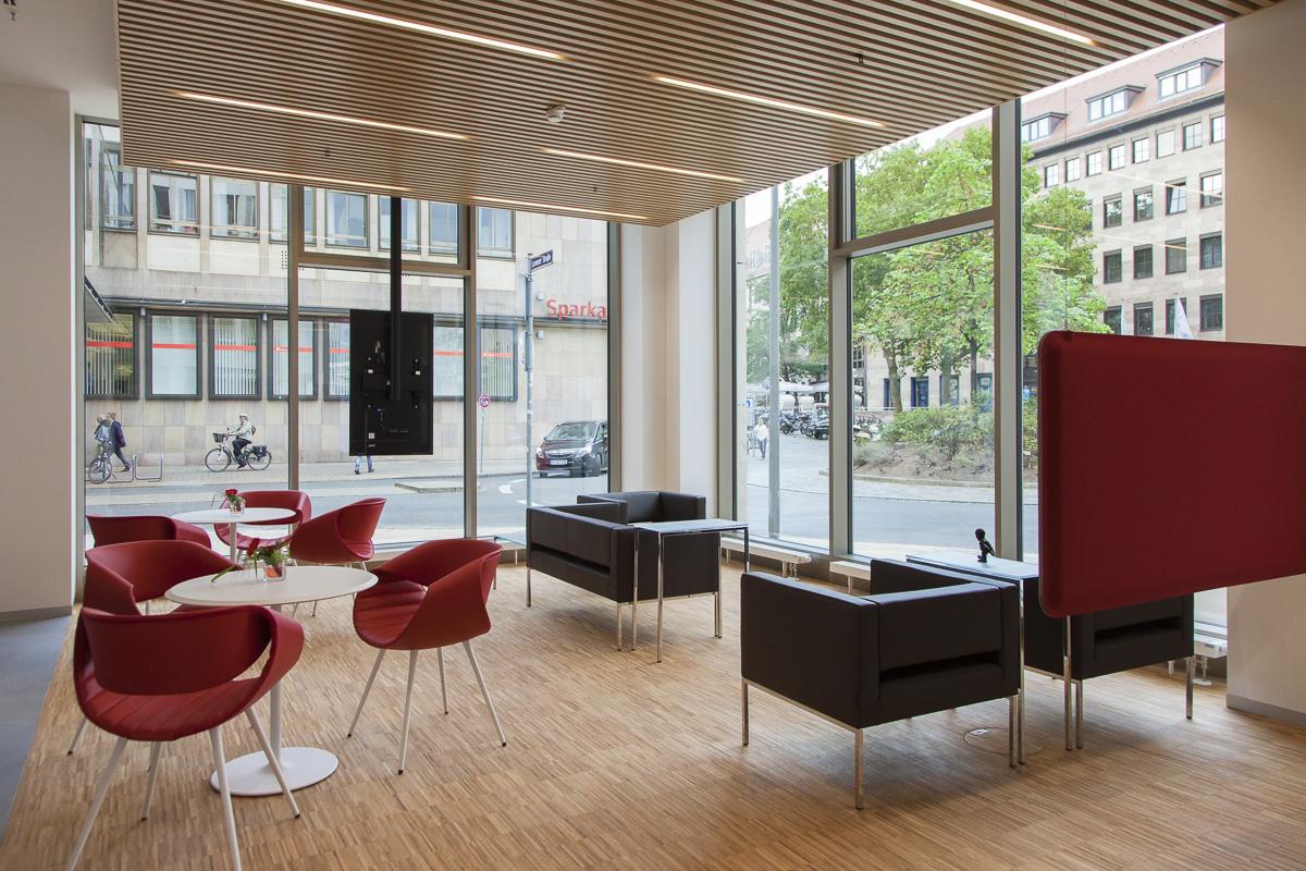 Architektur innen und aussen des sanierten Baus sowie Dokumentation der Eröffnungsveranstaltung mit Vorstand und OB Maly